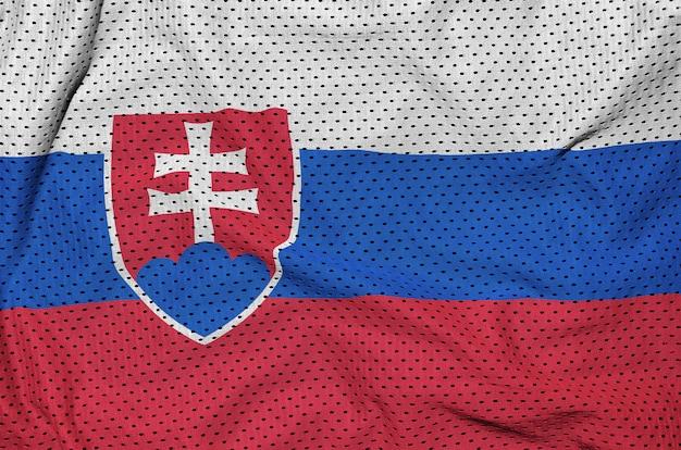 Bandeira da eslováquia impressa em um sportswear de nylon poliéster Foto Premium