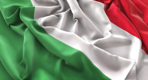 Bandeira da itália ruffled beautifully waving macro close-up shot Foto gratuita