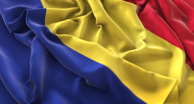 Bandeira da roménia ruffled beautifully waving macro close-up shot Foto gratuita
