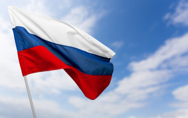 Bandeira da rússia contra o céu azul Foto Premium