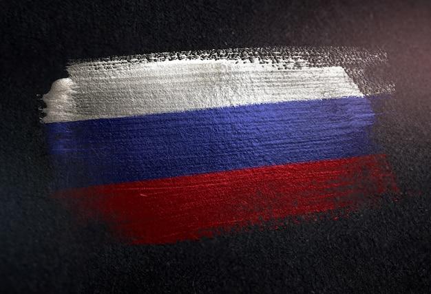 Bandeira da rússia feita de tinta de pincel metálico na parede escura de grunge Foto Premium