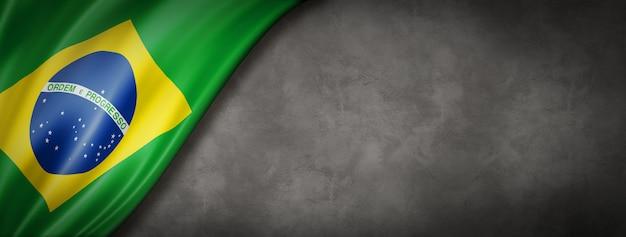 Bandeira do brasil na parede de concreto Foto Premium