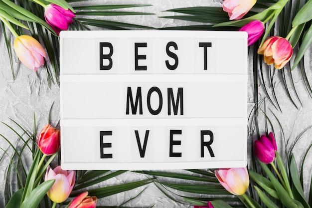 Bandeira do dia das mães com flores Foto gratuita