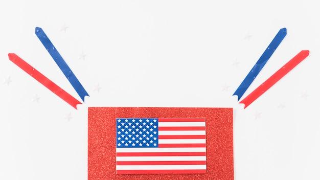 Bandeira do eua em veludo com fitas Foto gratuita