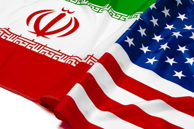 Bandeira do irã, juntamente com a bandeira dos estados unidos da américa Foto Premium