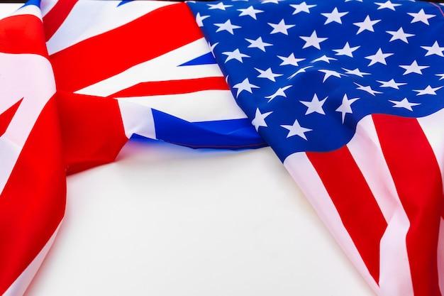 Bandeira do reino unido e bandeira dos eua em branco Foto Premium