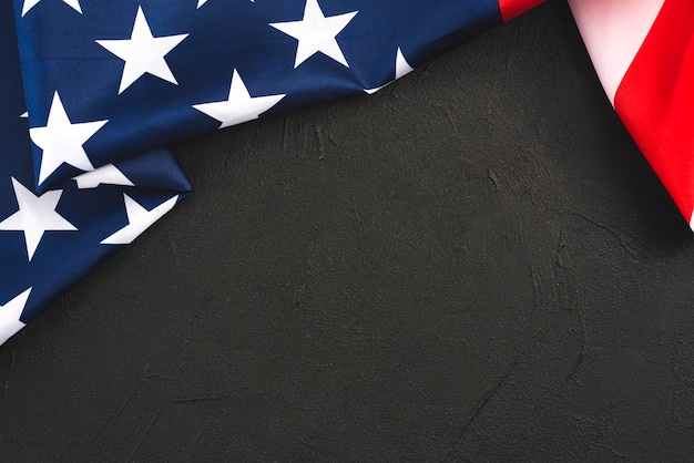 Bandeira dos estados unidos dobrada Foto gratuita