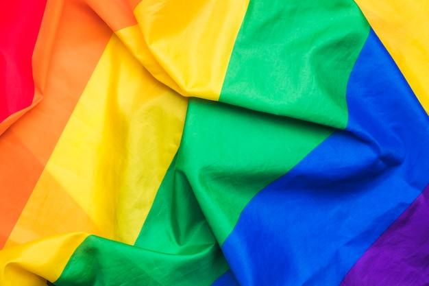 Bandeira gay de arco-íris brilhante Foto gratuita