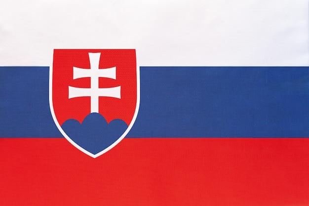Bandeira nacional da eslováquia, símbolo do país europeu do mundo internacional. Foto Premium