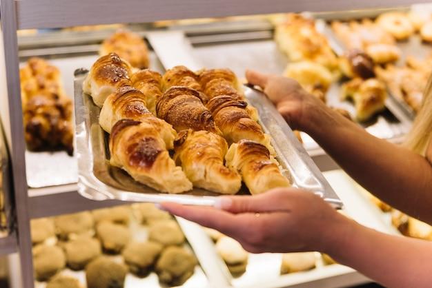 Bandeja de croissants Foto gratuita