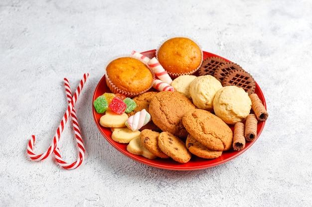 Bandeja de doces de natal. Foto gratuita