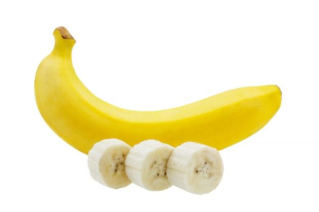 Bando de fatias de banana isolado no fundo branco Foto Premium