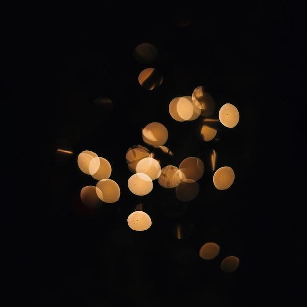 Bando de luzes douradas Foto gratuita