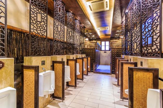 Banheiros públicos Foto gratuita