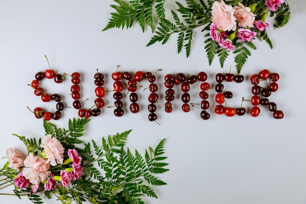 Banner de venda verão com cerejas e flores Foto Premium