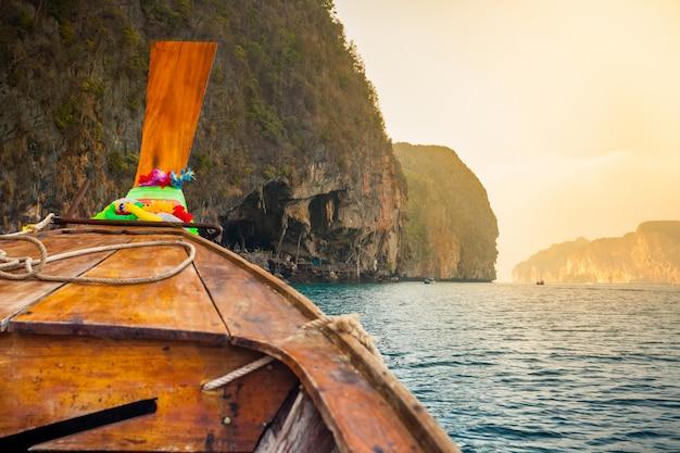 Barco de madeira tradicional Foto Premium