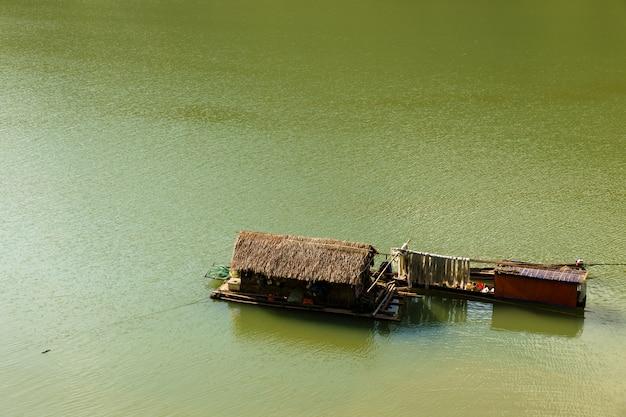 Barco tradicional vietnamita Foto Premium