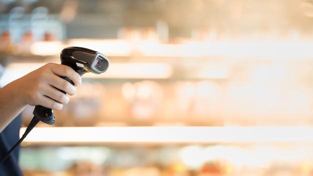 Barcode scanner na mão Foto Premium
