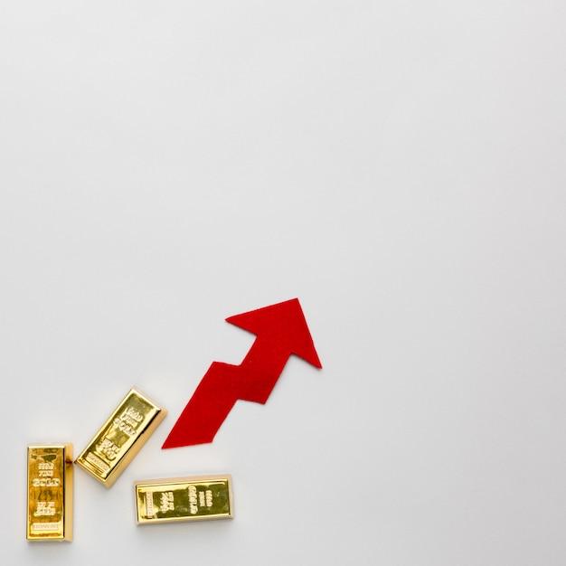 Barras de ouro e flecha subindo Foto Premium