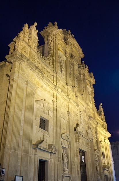 Basílica catedral de santa ágata. gallipoli à noite. Foto Premium