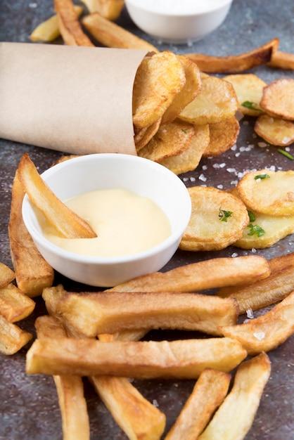 Batatas cozidas de diferentes maneiras Foto gratuita