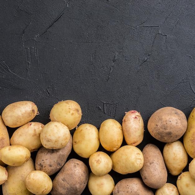 Batatas naturais com espaço de cópia Foto Premium