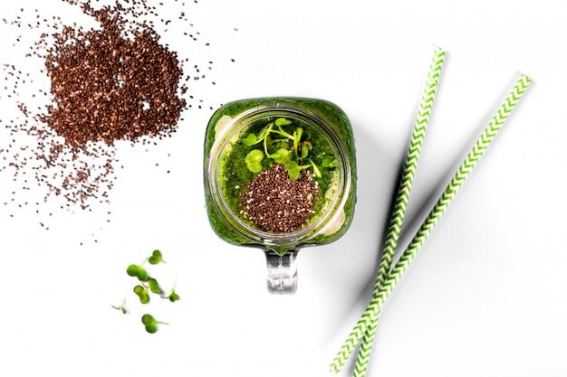 Batidos de espinafre cress green seed chia Foto Premium