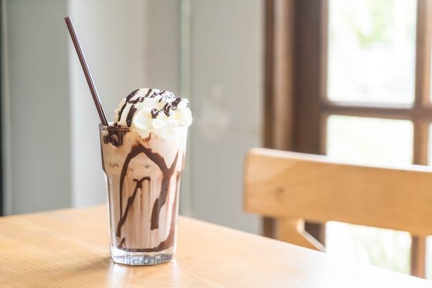 Batidos de milkshake de chocolate Foto Premium
