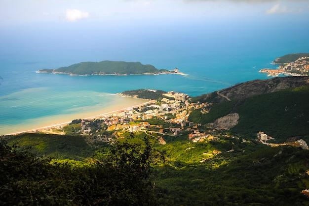 Bay view da fortaleza em kotor Foto Premium