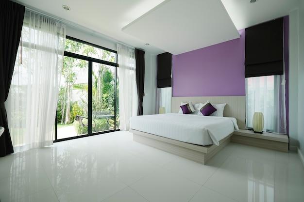 Beadroom moderno no hotel Foto gratuita