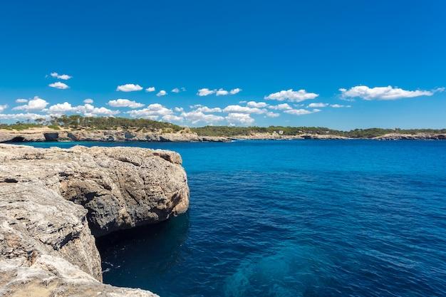 Beatuful baía com água azul-turquesa Foto Premium