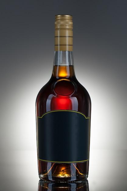 Bebida alcoólica em uma garrafa Foto gratuita