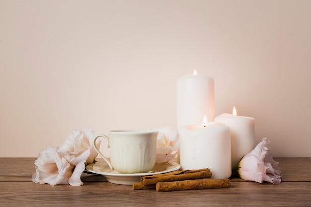 Bebida de chá com paus de canela Foto gratuita