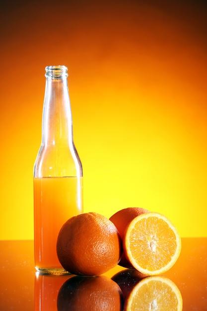 Bebida de laranja fresca Foto gratuita