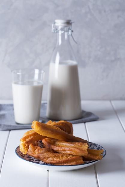 Bebida orgânica fresca horchata preparada em valensia, espanha Foto Premium
