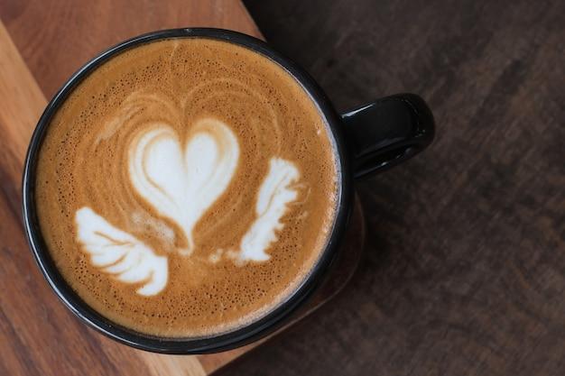 Bebida quente de café, latte art Foto Premium