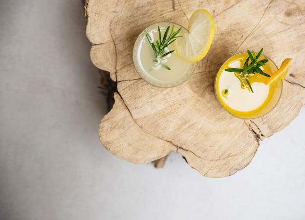 Bebida refrescante com laranja e limão Foto gratuita