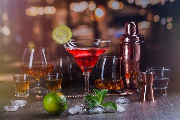 Bebidas alcoólicas fortes em bar Foto Premium