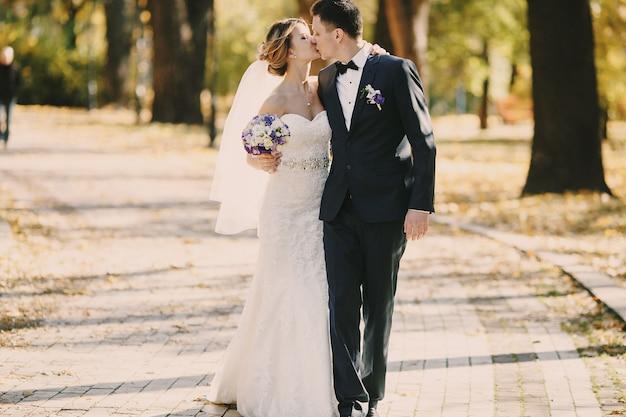 Beijos apenas casado Foto gratuita