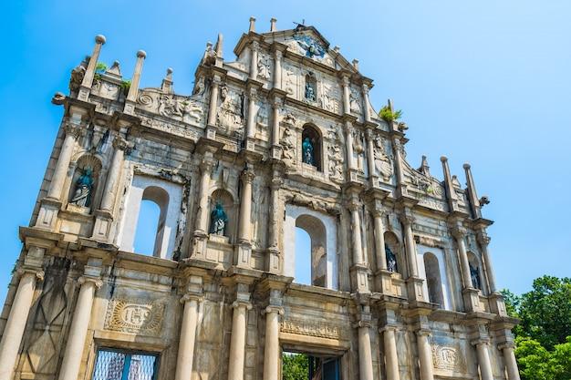Bela arquitetura antiga construção com ruína da igreja st pual Foto Premium
