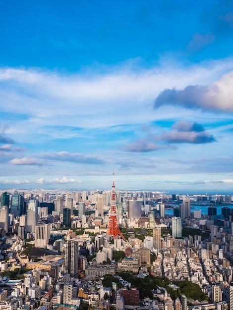 Bela arquitetura e construção em torno da cidade de tóquio, com a torre de tóquio no japão Foto Premium