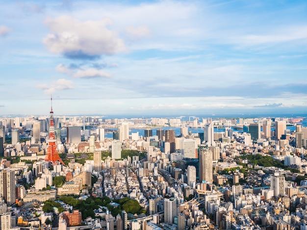 Bela arquitetura e construção em torno da cidade de tóquio, com a torre de tóquio no japão Foto gratuita