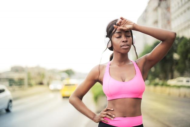 Bela atleta afro Foto Premium