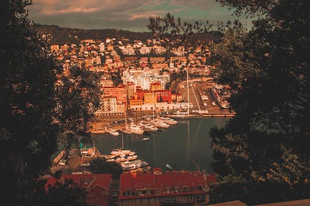 Bela cidade costeira Foto gratuita
