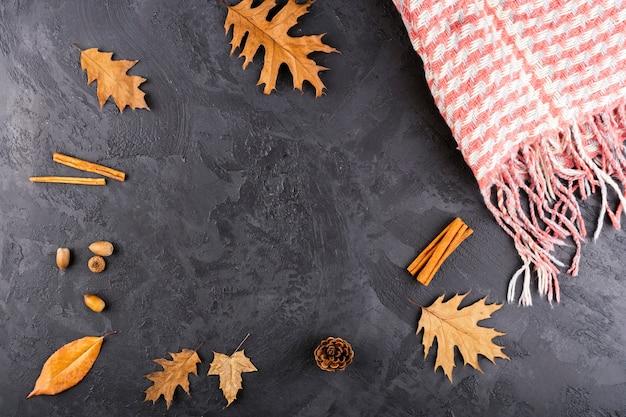 Bela composição de outono com espaço de cópia Foto gratuita