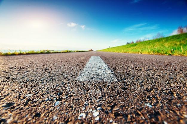 Bela estrada nas montanhas. cárpatos, ucrânia, europa. Foto Premium