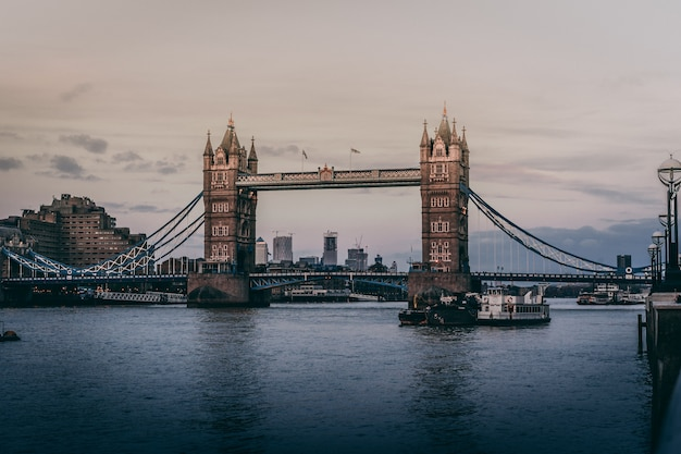 Bela foto da tower bridge em londres Foto gratuita