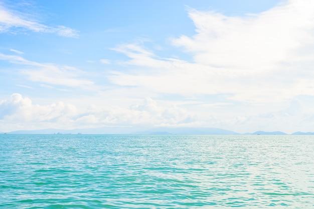 Bela ilha tropical e mar na tailândia Foto gratuita