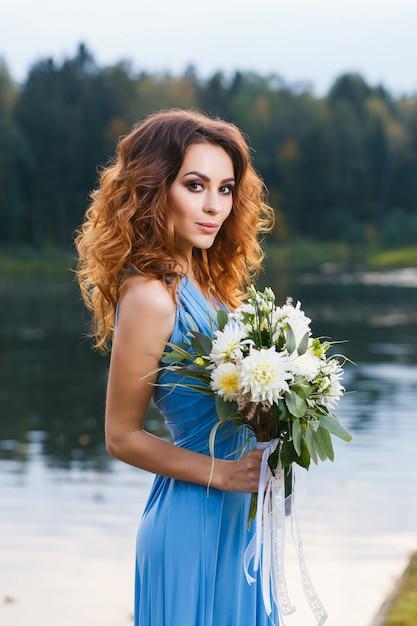 Bela jovem dama de honra Foto Premium