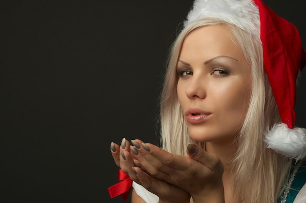 Bela mulher loira sexy vestindo roupas de natal Foto Premium